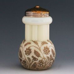 ANTIQUE EAPG FINDLAY OHIO ONYX OPALINE OPAQUE GLASS SUGAR SHAKER SILVERPLATE LID . Circa 1888-1889. Very Rare.