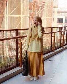 Muslim Women Fashion, Modern Hijab Fashion, Street Hijab Fashion, Hijab Fashion Inspiration, Fashion Outfits, Hijab Style, Hijab Chic, Ootd Hijab, Muslimah Clothing