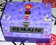 Utilize essa linda caixa para deixar mais organizados seus esmaltes, acetona,lixa, etc.    Temos outras cores, consulte ja a sua ! R$ 66,00