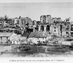Via dei Cerchi con la chiesa di Santa Maria Dei Cerchi. Il Circo Massimo è completamente obliterato e sullo sfondo si vedono i resti del Palatino e Villa Mills Anno: fine 800