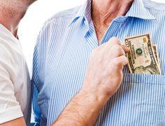 Quer evitar que seus pais e avós percam dinheiro? Veja 7 golpes mais comuns