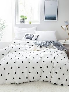 To find out about the Polka Dot Print Duvet Cover at SHEIN, part of our latest Bedding Sets ready to shop online today! Table Palette, Polka Dot Bedding, Polka Dot Bedroom, Black Duvet Cover, Bed Covers, Home Textile, Textile House, Bed Spreads, Luxury Bedding