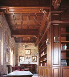 Biblioteca forrada en madera // Wood-lined library. Ebanisteria Arenas