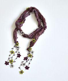 oya crochet scarf necklace Scarf Necklace, Flower Necklace, Crochet Necklace, Craft Accessories, Crochet Accessories, Crochet Designs, Crochet Patterns, Mint Green Flowers, Crochet World