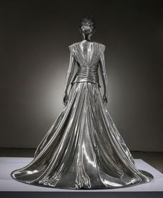 LIE SANG BONG'S DRESS ,2200X2200X1940mm ,aluminum wire. fiberglass.lifecasting,2008