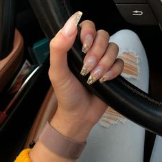 On average, the finger nails grow from 3 to millimeters per month. If it is difficult to change their growth rate, however, it is possible to cheat on their appearance and length through false nails. Aycrlic Nails, Gold Nails, Hair And Nails, Manicure, Gold Nail Art, Peach Nails, Clear Acrylic Nails, Clear Nails, Acrylic Nail Designs