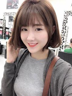 (Blogtamsu) - Bạn sẽ trở nên xinh lung linh và thu hút mọi ánh nhìn nếu sở hữu cho mình 1 trong 8 kiểu tóc ngang vai đang làm mưa làm gió hiện nay.