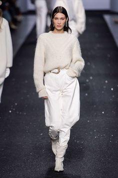 Alberta Ferretti Fall 2019 Ready-to-Wear Fashion Show - Vogue Style Couture, Haute Couture Fashion, Alberta Ferretti, Knit Fashion, Runway Fashion, Street Fashion, Winter Typ, Milan Fashion Weeks, Vogue Russia