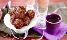 Připravte si oblíbené čokoládové kuličky s ořechy! Skvělý recept najdete zde. Tesco Recepty - vaše čerstvá inspirace.