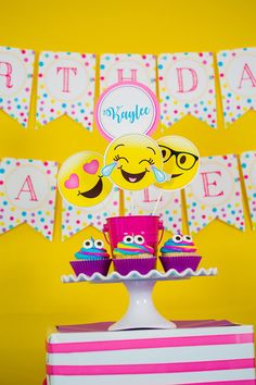Emoji Party Pooper Centerpiece Circles The files are set up to print on 8.5 x 11 Paper with 2 Centerpiece Circles per page. 2 Pages of Editable Centerpieces 4 Pages of Emoji Cutouts 2 Pages of Pattern Background Papers ------------------------------------ IMPORTANT PLEASE READ