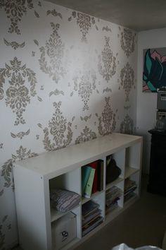 diy stenciled walls using metallic spray paint fun diy stuff
