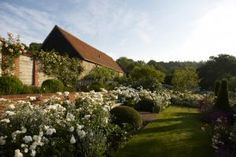 In this garden, just 40 minutes from London, Jinny Blom converted a neglected hilltop farm into a garden of exquisitely designed rooms with an astonishing grand finale, overlooking a wide valley in the high chalklands.