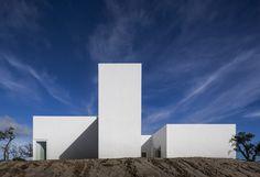 Белоснежный дом в проекте португальских архитекторов