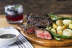 Steaks Glacés aux Bleuets et au Balsamique avec des Haricots à l'Ail Cloqués Calories, Steaks, Meat, Yukon Gold, Recipes, Food, Fashion, Balsamic Vinegar, Onions