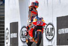 #8Ball | 93 🇪🇸 Marc Márquez | 2019 MotoGP World Champion Marc Marquez, Honda, Motogp, Golf Bags, Grand Prix, Champion, Racing, Motorcycle, Running