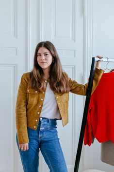 Blogger Style Inspiration  Jessies Outfit Challenge  Look am Dienstag mit brauner  Wildleder Jacke kombiniert cf2ace0cfd