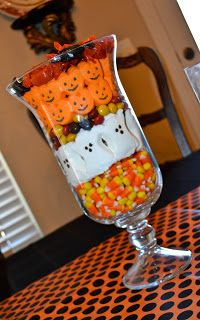 Great Halloween candy bowl using cardy corn, marshmallow oats and pumpkins and M&Ms. Halloween Home Decor, Halloween Projects, Diy Halloween Decorations, Halloween House, Cute Halloween, Holidays Halloween, Spooky Halloween, Halloween Treats, Quince Decorations