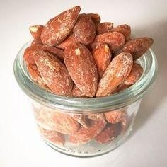 Sprøde saltristede mandler - Perfekt til salat og til lommesnacks på farten