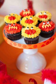 Ribbon around reg cupcake stand