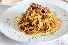 Gianfrancova boloňská omáčka s tagliatelle Spaghetti, Menu, Ethnic Recipes, Food, Diet, Menu Board Design, Essen, Meals, Yemek