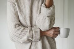 Getting comfy for the fall/winter with big and cozy sweaters. Looks Style, Style Me, A Well Traveled Woman, Mode Chic, Cozy Sweaters, Oversized Sweaters, Mode Inspiration, Fashion Inspiration, Sweater Weather
