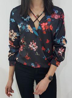 Kopertowa bluzka z kwiatowym wzorem.  Rękawy zapinane na guzik. W kroku zapinane na napy. Ottanta - sklep online Blouse, Spring, Long Sleeve, Floral, Sleeves, Outfits, Clothes, Collection, Women