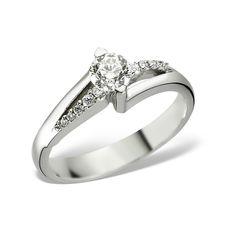 Cererea în căsătorie este un moment unic în viața de cuplu și se asociază perfect cu bijuteriile din platină. Inelul de logodnă La Rosa prezintă combinația elegantă dintre platină și diamant.  #engagementring #engagement #finejewellery #womenjewellery #perfectring #diamond #purediamonds #diamondring #platina Unic, Engagement Rings, Jewelry, Fashion, Enagement Rings, Moda, Wedding Rings, Jewlery, Bijoux