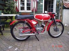 Atala en Cesare Rizzato bromfietsen 1957-c.1973 Small Motorcycles, 50cc, Mini Bike, Cool Bikes, Mopeds, Vintage Cars, Board, Trucks, Old Bikes