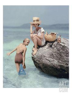 I love vintage summery Vogue photography. By Richard Rutledge for Vogue 1957 Moda Retro, Moda Vintage, Vintage Vogue, Vintage Fashion, Vintage Photography, Fashion Photography, Kundalini Yoga, Bathing Beauties, Beach Girls