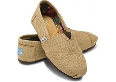 Burlap TOMS - I have been thinking about these since last Saturday when my friend had them as bridesmaid gifts. Love them!
