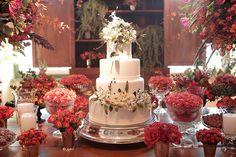 Mesa de doces do casamento dos noivos Fernanda e Vitor, na Fazenda Santa Gertrudes (Foto: Studio 47)
