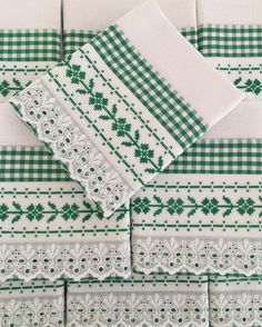 Farm Crafts, Diy And Crafts, Embroidery Needles, Hand Embroidery, Fabric Storage Boxes, Swedish Weaving, Towel Crafts, Cross Stitch Kitchen, Cross Stitch Borders