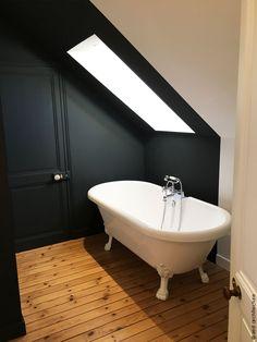 Une rénovation globale est opérée afin de mettre en valeur les cheminées en marbre, miroirs, escalier en bois... Une façade type verrière atelier se décline sur 6m de long et en toiture, une verrière de 4,50m de long rend cet espace très lumineux. La pierre au sol et au mur, le zinc de couleur noire en toiture, les menuiseries acier, le cuivre et les carreaux de ciment, sont utilisés ici et là. Des enfilades années 60 sont chinés et reconvertis en meubles de salle de bain. Gilles, Clawfoot Bathtub, Bathroom, Architecture, Illustration, Decor, Wall, Terraced House, Washroom