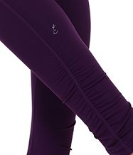 A little ruching is always a great touch :-) #leggings #ruching #workout #athleticwear