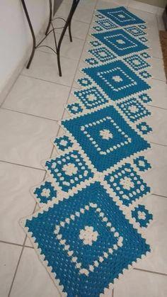 Granny Square Runner Pattern Diagram and Inspiration Crochet Mat, Crochet Towel, Crochet Carpet, Crochet Table Runner, Filet Crochet, Crochet Doilies, Crochet Bedspread Pattern, Crochet Rug Patterns, Crochet Sunflower