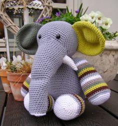 Halager: En hæklet drenge-elefant