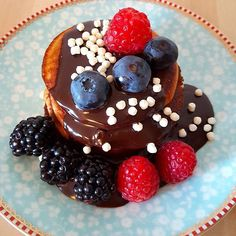 These delicious pancakes make a super healthy start to the day. They are very easy and quick to make, the fun bit is deciding which topping you want! #recipe #pancakes #pancake #pancakeday #shrovetuesday @sobody