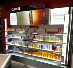 Shoppers Drug Mart Unveils New Beauty Boutiques Pop Display, Display Design, Store Design, Pop Design, Store Counter, Cosmetic Display, Beauty Supply Store, Point Of Purchase, Beauty Boutique