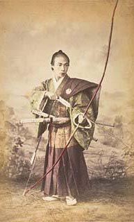 矢をつがえる武士 samurai with bow and arrow