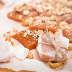 Gör en hemmagjord smörkola, en seg favorit lagom till juletider. Vi visar i 7 steg hur du lyckas med att koka kolan samt tipsar om flera goda recept.