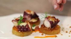 Pulpo a baja temperatura o a según nuestro chef corporativo Enrique Fleischmann Octopus Recipes, Frozen Greek Yogurt, Sushi, Waffles, Appetizers, Dishes, Make It Yourself, Chef, Breakfast