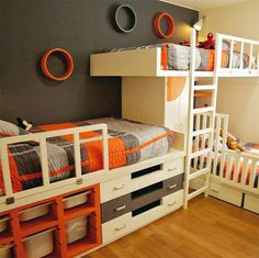 DIY Triple bunk bed ideas The triple bunk beds is one of the most effective furniture to save space in your child's room. Here are some ideas of triple bunk bed for you. Triple Bunk Beds Plans, Bunk Bed Plans, Murphy Bed Plans, Bunk Beds With Stairs, Kids Bunk Beds, Bunk Bed Ideas For Small Rooms, Bunk Bed Designs, Shared Bedrooms, Kid Bedrooms