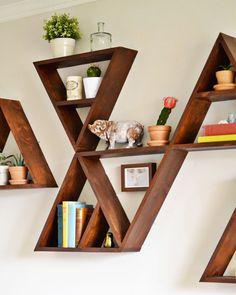 Triangle shelf DIY - I love the one with a smaller triangle inside the larger one Diy Home Decor, Room Decor, Wall Decor, Triangle Shelf, Diy Regal, Diy Casa, Deco Originale, Diy Holz, Home And Deco
