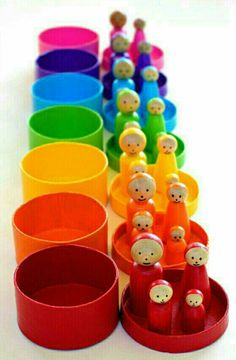 These DIY Rainbow peg dolls are simple to make. They are perfect for pretend play and color matching games. Doll Crafts, Diy Doll, Diy For Kids, Crafts For Kids, Matching Games, Pretend Play, Kids Playing, Bunt, Activities For Kids