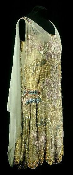 Maison Agnès, Beaded & Embroidered Evening Dress of Green Watered Silk, Paris, c. Mara Dyer wears this to halloween party dressed as a vintage barbie 1920 Style, Style Année 20, Flapper Style, Flapper Era, Gatsby Style, Club Style, 20s Fashion, Moda Fashion, Art Deco Fashion