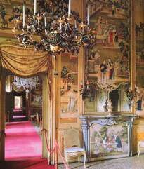 This was the bedroom that Tsar Nicholas ll of Russia stayed at during his 1909 Italy visit.Located at Racconigi Castle where he stayed for 3 days.His bedroom has been preserved and nowadays is called the Tsar's Room. Tsar Nicholas, Palaces, Russia, Castle, Italy, Bedroom, Italia, Palace, Castles