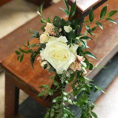 Elegant #pewend arrangements and table decor #weddingdetails #weddingflowers #irishwedding #irishflorist #bloomsdayflowers