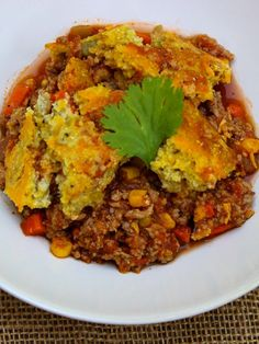 ¡Qué rico! This is Slow Cooker Tamale Pie with Cornbread Crust. #SkinnyMs