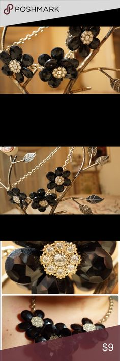 Black Floral Statement Necklace So adorable!! This necklace adds such a fun touch to any outfit. Barely ever worn!! Forever 21 Jewelry Necklaces
