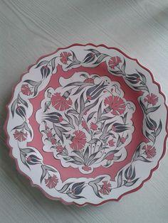 Sevil Sayıt Plate Wall Decor, Plates On Wall, Ceramic Plates, Decorative Plates, Turkish Tiles, Bowls, Pottery Designs, China Painting, Islamic Art